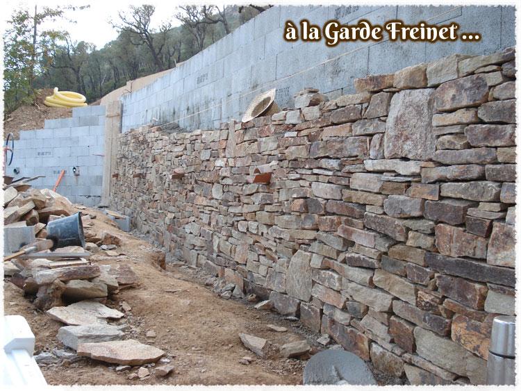 Construire un mur en pierre naturelle
